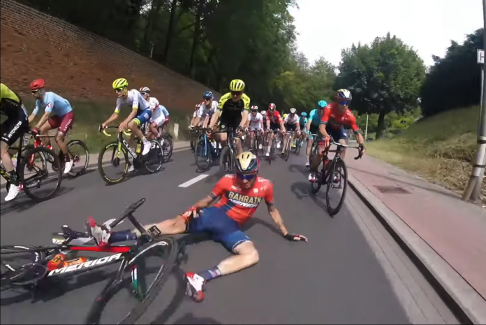video-onboard-caida-Jakob-Fuglsang-tour-francia-2019-crash