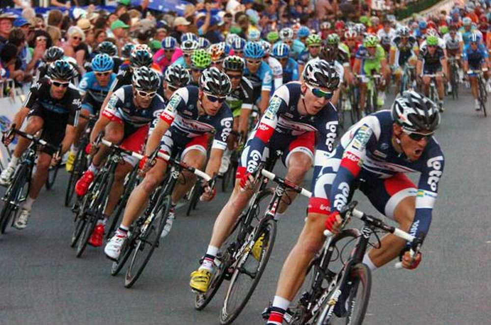 The-Lotto-Belisol-squad-kicks-its-lead-out-train-into-high-gear-for-Greipel.1