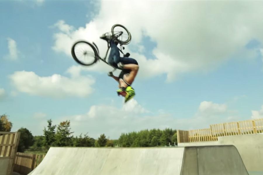 Vídeo Old bike party (parodia del road bike party)