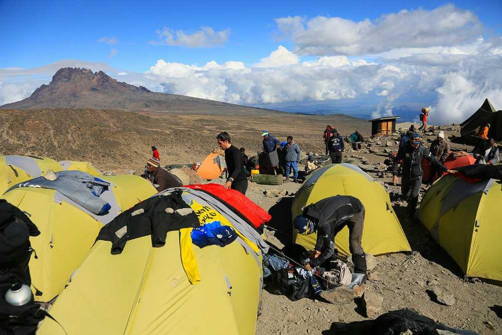 Alberto contador campo base kilimanjaro