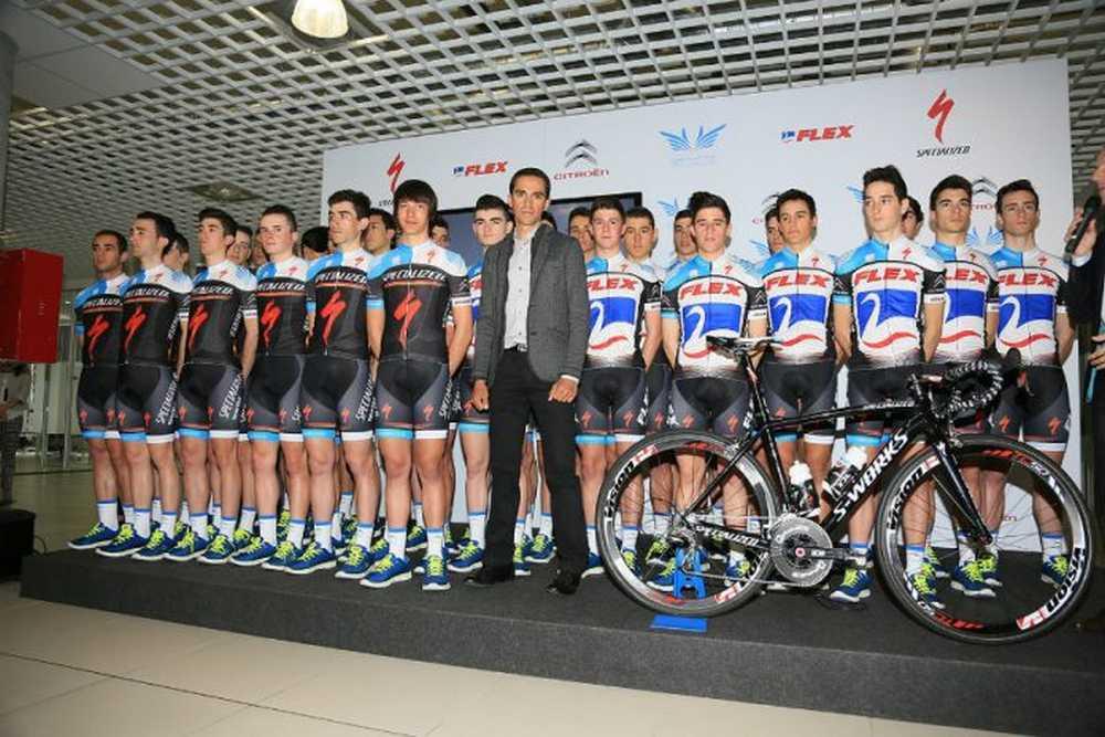 Alberto Contador presentó sus equipos Flex-Junior y Specialized-Sub 23