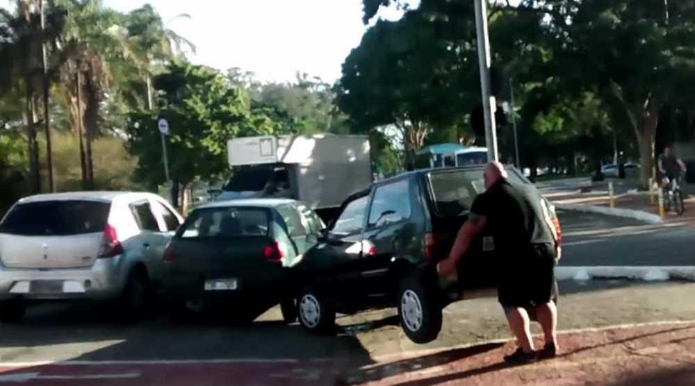 Como mover a pulso un coche q obstaculiza un carril bici