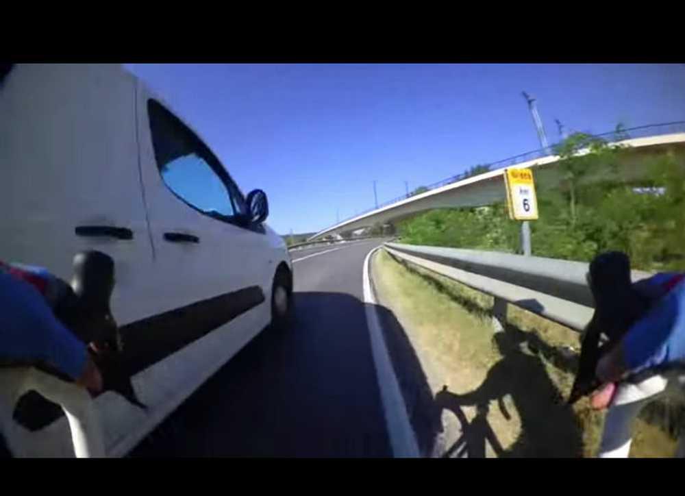 Denunciado un conductor que no respeta el #1m50 al adelanta a un ciclista