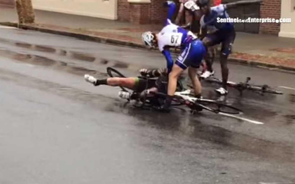 El ciclista Jerome Townsend despedido por golpear a un competidor