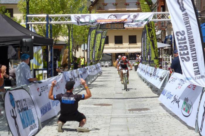 Llegada Brandan Marquez  campeon de España de BTT-Ultramaratón