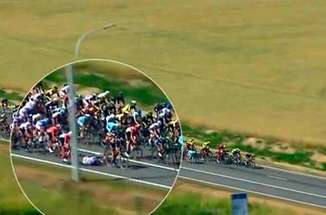 Caída masiva en la tercera etapa del Tour de Francia 2015