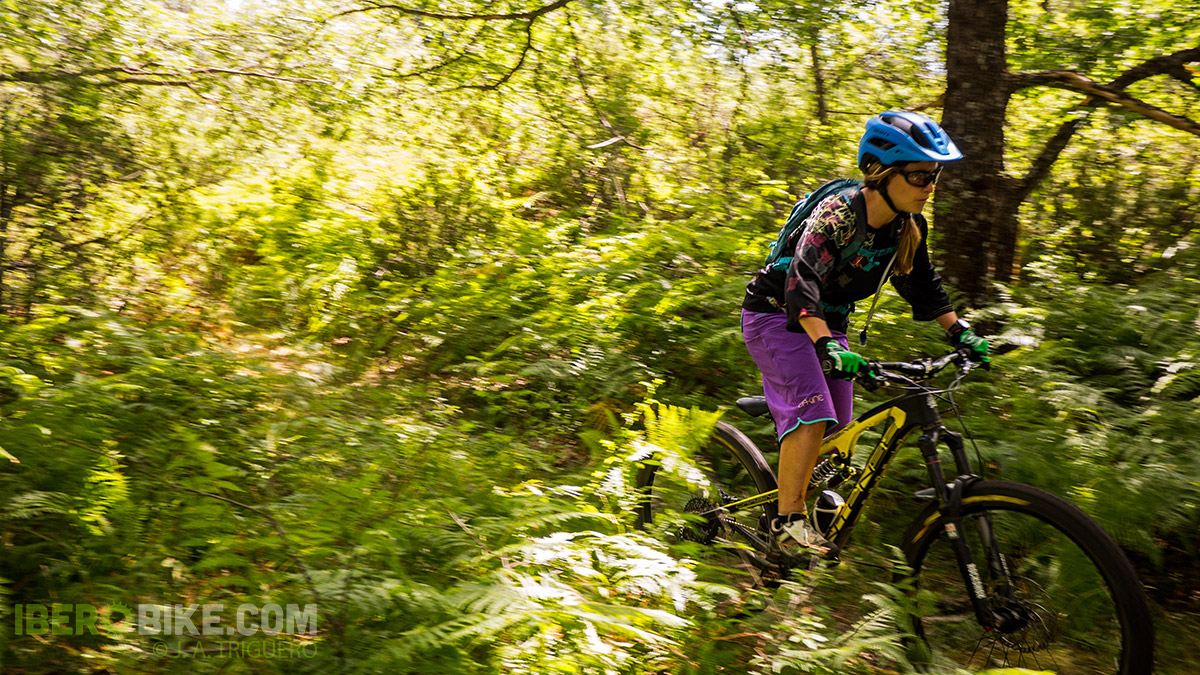dakine_woman_enduro_trail_2015_15
