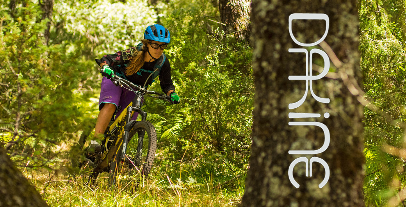 dakine_woman_enduro_trail_2015_19portada
