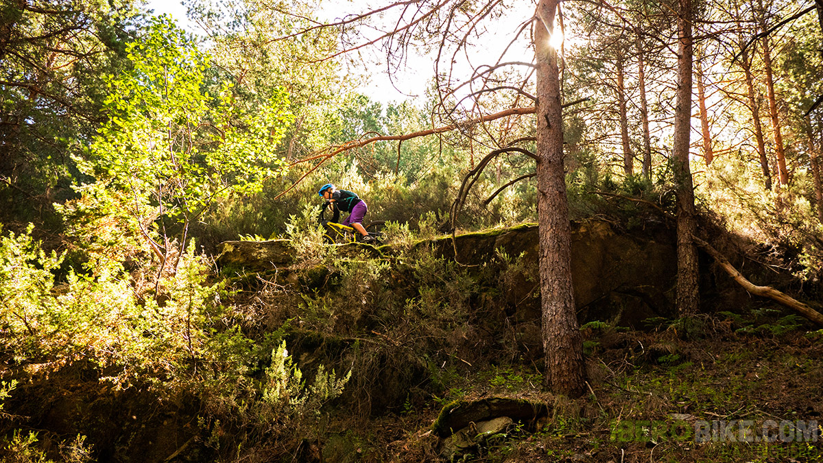 dakine_woman_enduro_trail_2015_2