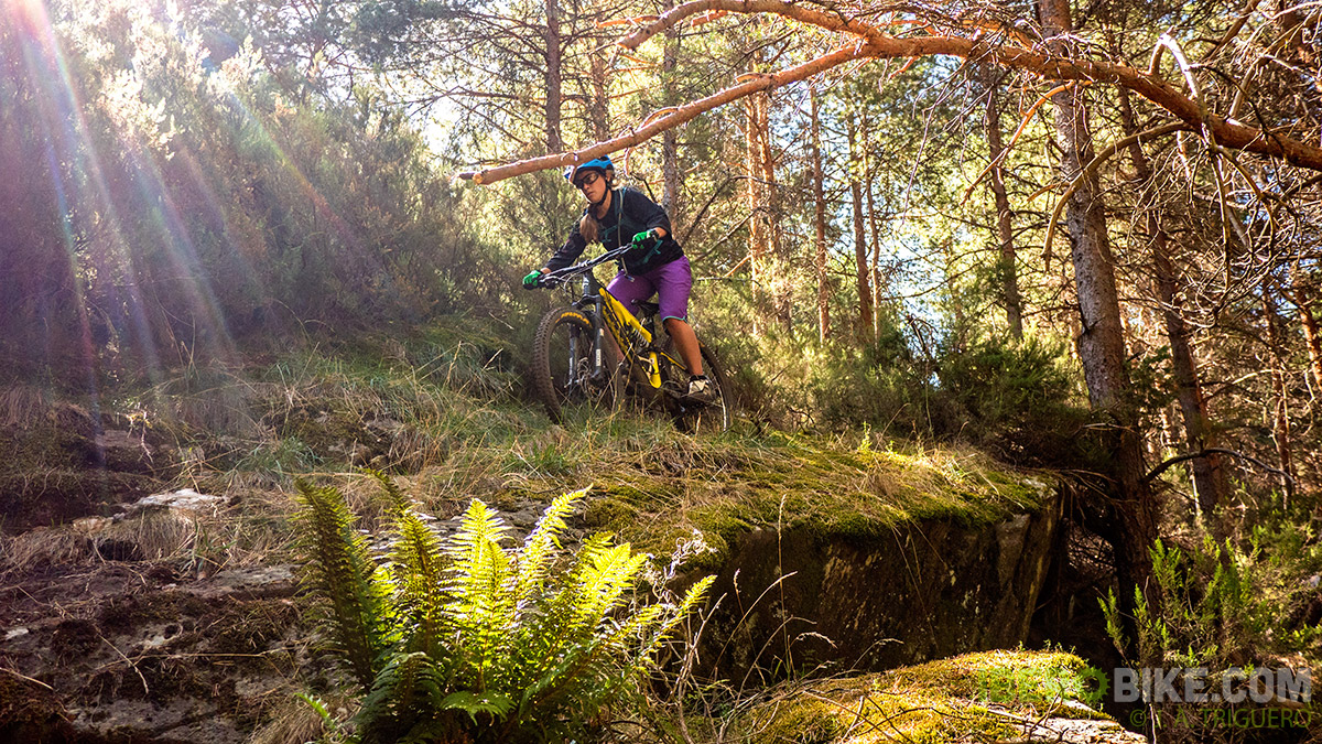 dakine_woman_enduro_trail_2015_3