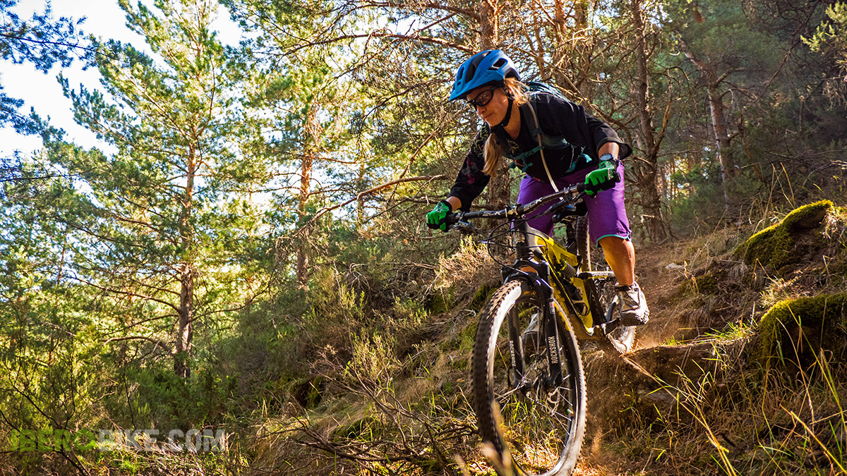 dakine_woman_enduro_trail_2015_5