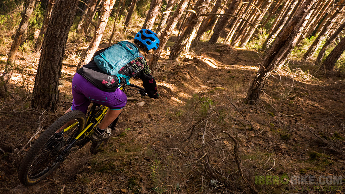 dakine_woman_enduro_trail_2015_6