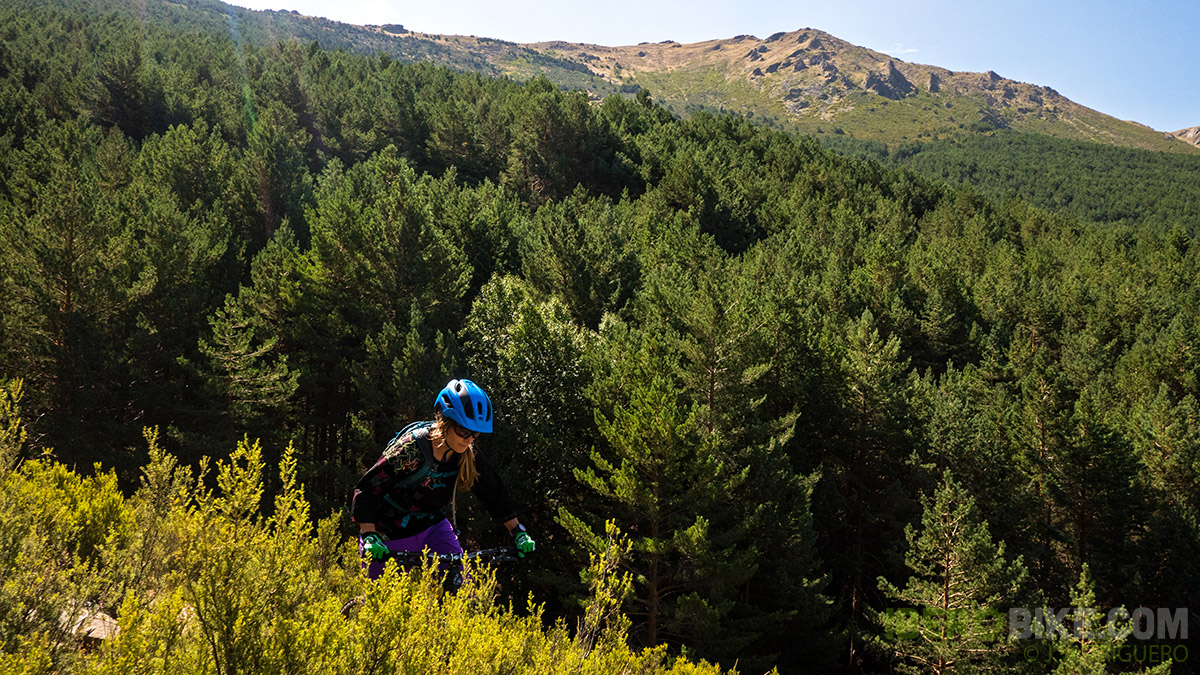 dakine_woman_enduro_trail_2015_7