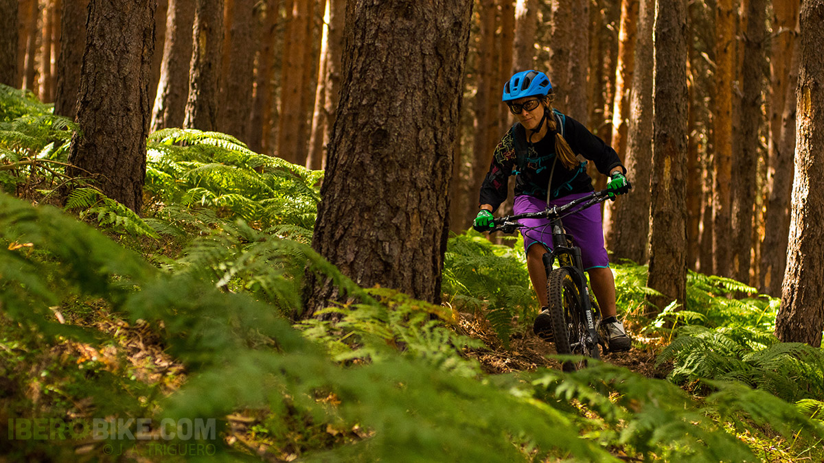 dakine_woman_enduro_trail_2015_9