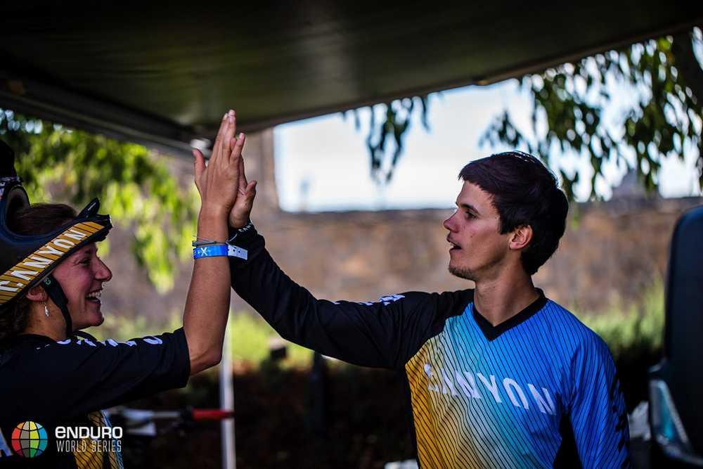 Ludo May wishes teammate Ines Thoma good luck. EWS round 7, Ainsa, Spain. Photo by Matt Wragg.