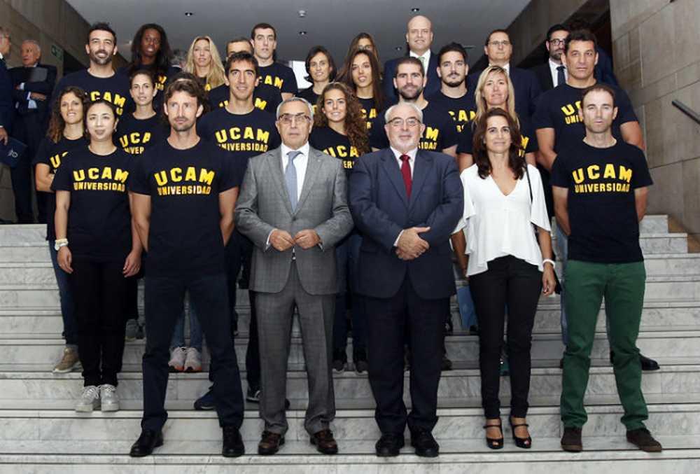 Alejandro Valverde, entre los nuevos deportistas del proyecto COE-UCAM foto de grupo