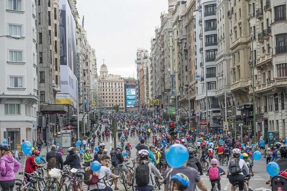 La Fiesta de la Bici 2015 conquista Madrid un año mas