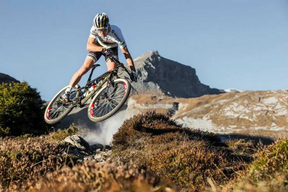 Nino Schurter enseña técnica a sus fans en los Nino Bike Days