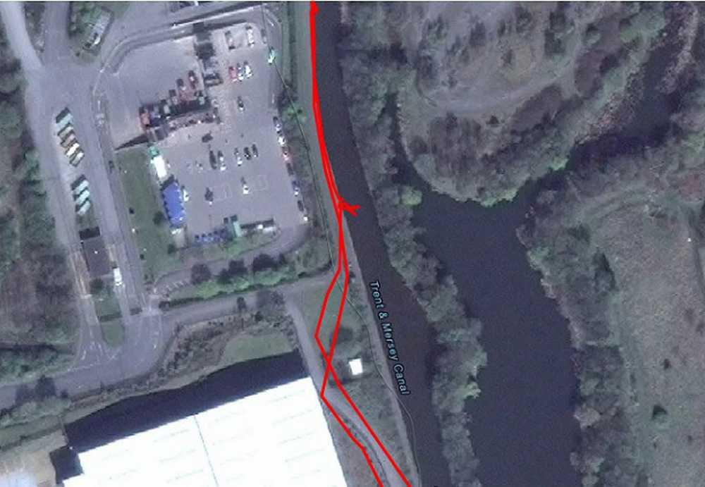 un ciclista se cae a un canal de agua y strava lo registra