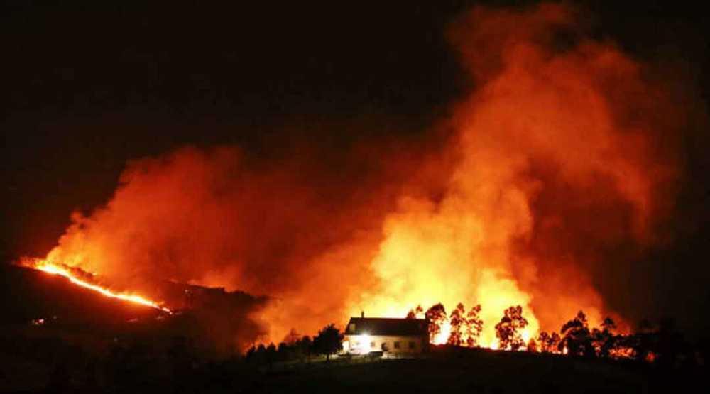 Bosques-y-almas-incendiadas-en-la-cornisa-cantabrica1080
