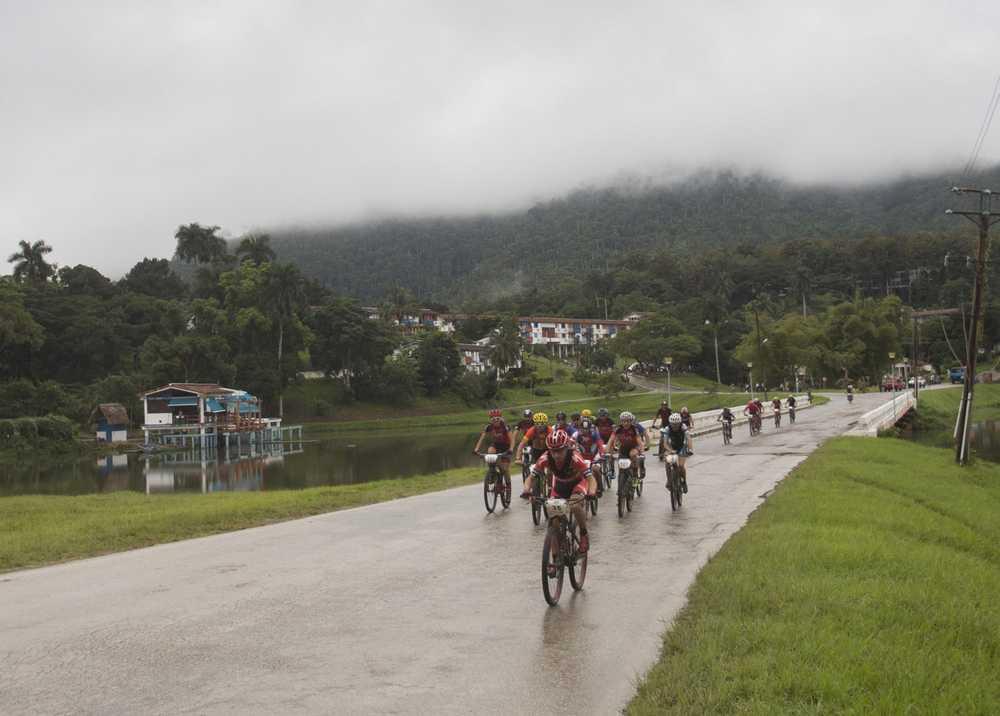 Carrasco en cabeza en la segunda etapa, con Triki a la derecha (Foto Titan Tropic)
