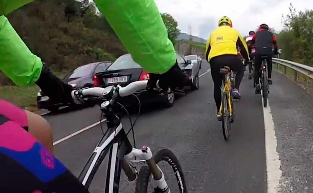 Varios ejemplos de como no adelantar a un grupo de ciclistas en tan solo 5 km - iberobike