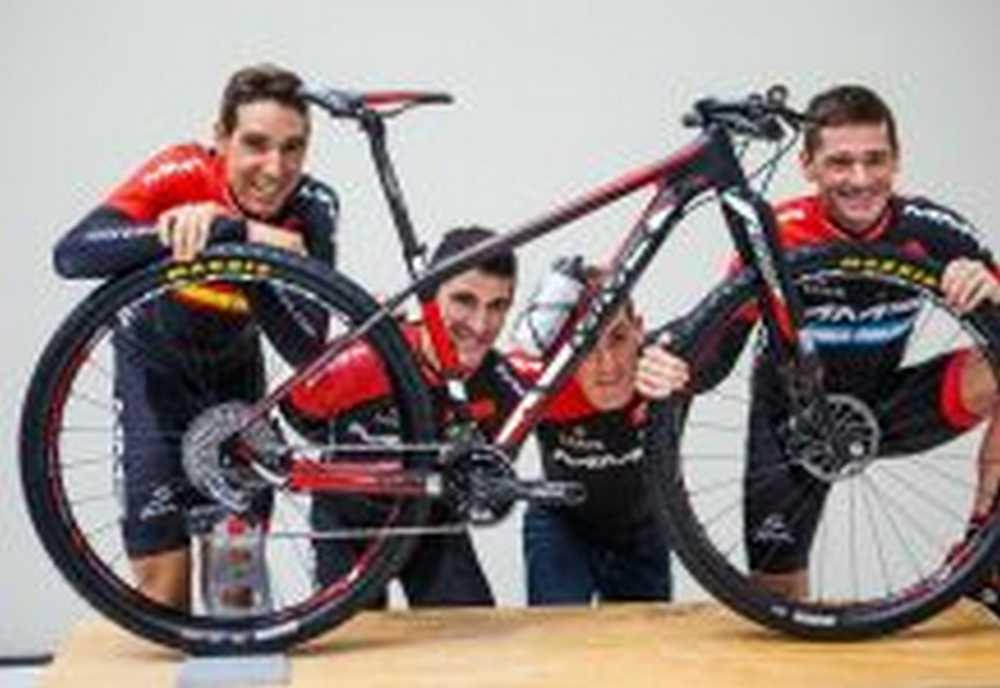 Carlos Coloma, Catriel Soto y Pablo Rodríguez con David Valero, serán las parejas del MMR Factory Racing Team en la ABR 2016