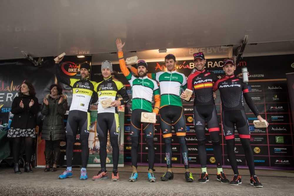 periklis-ilias-y-tiago-ferreira-ganadores-de-andalucia-bike-race-presented-by-shimano-2016
