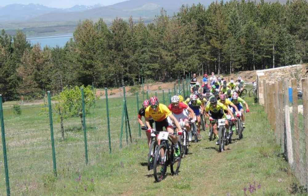 salida elite masculina Internacionales Montaña Palentina XCO