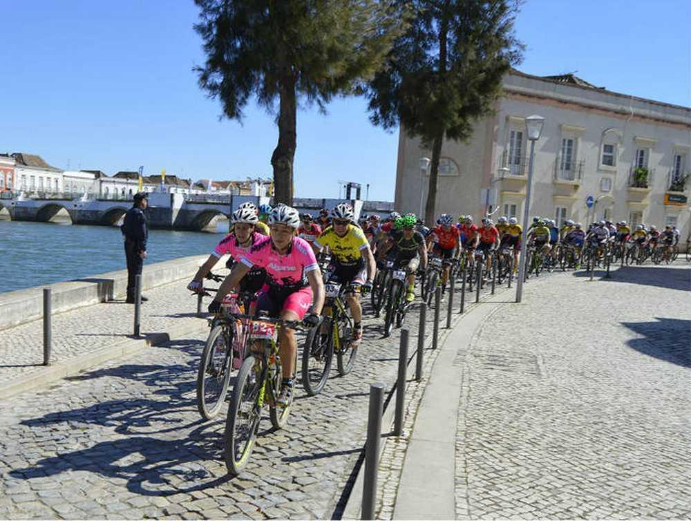Algarve Bike Challenge 2016 3º etapa grupo UCI saliendo Tavira b