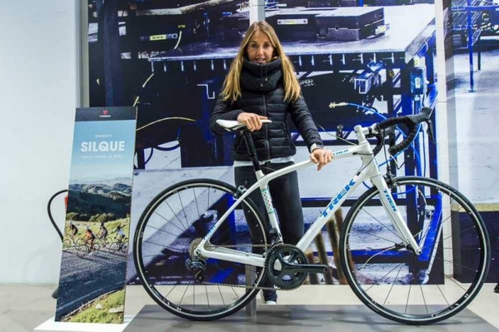 Claudia Galicia presenta sus nuevas Trek personalizadas para 2016