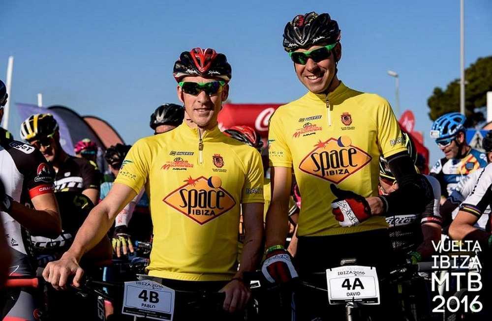 David Valero y Pablo Rodríguez salida última etapa Vuelta Ibiza MTB MMR 2016