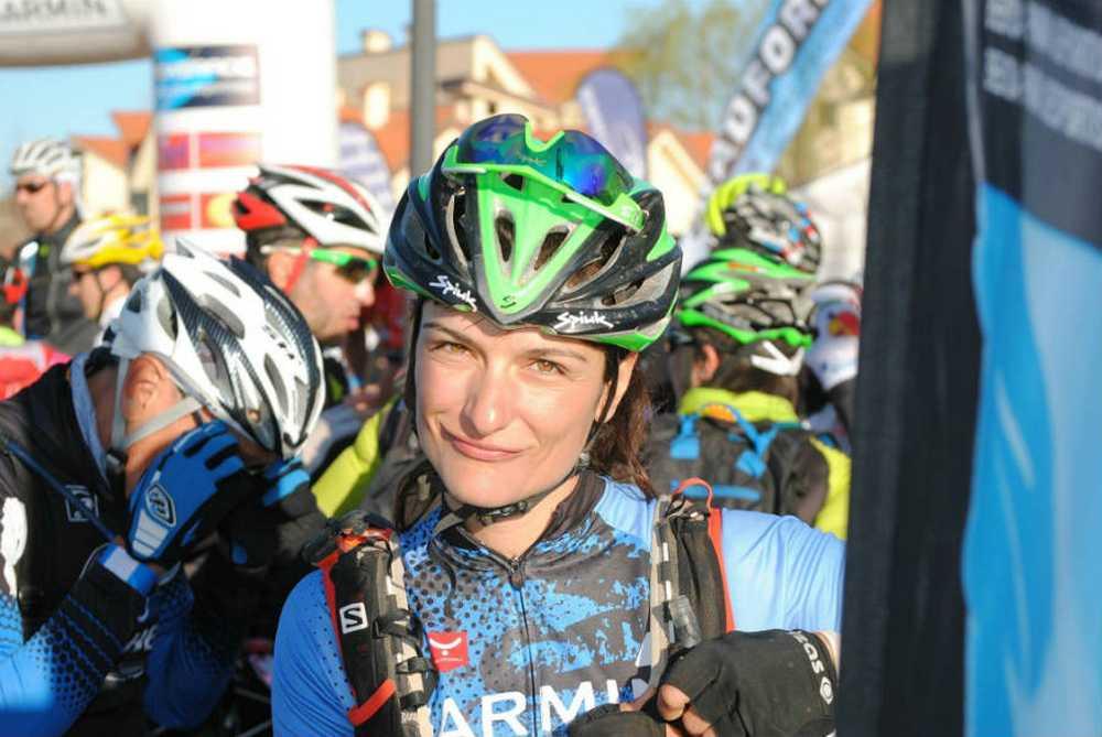 Clara Pirla (Iberibike - Vitira bikes by Atika) en la salida de la Titan Desert 2016