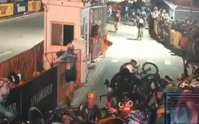 Vídeo Espectacular caída en el Red Hook Criterium de Brooklyn 2016