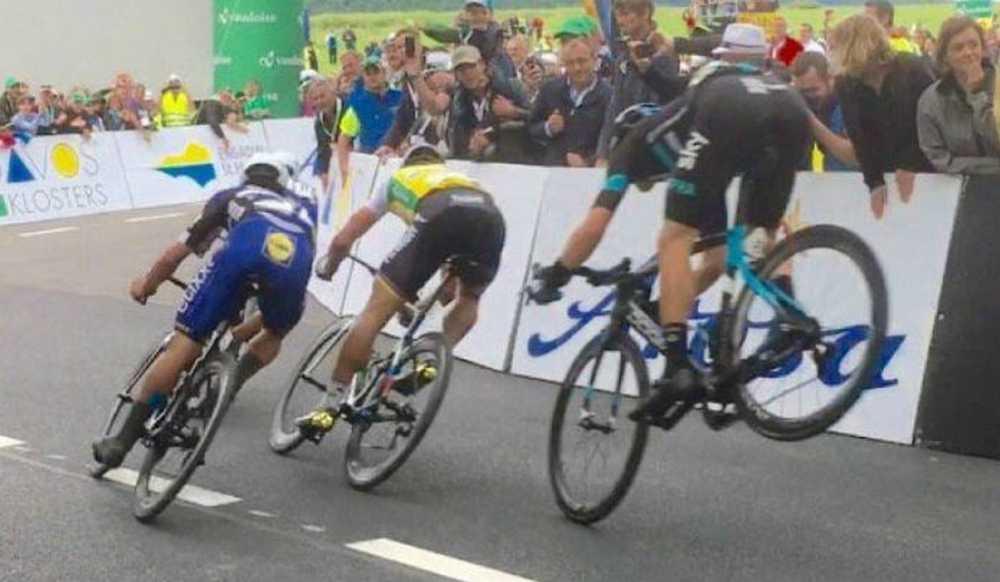 Vídeo Danny Van Poppel se libra de un caída en el Tour de Suiza