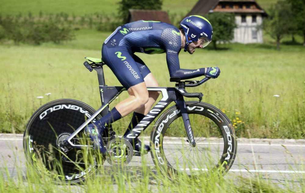 Vídeo Ion Izagirre descendiendo a 113 Kmh en bicicleta de contrareloj