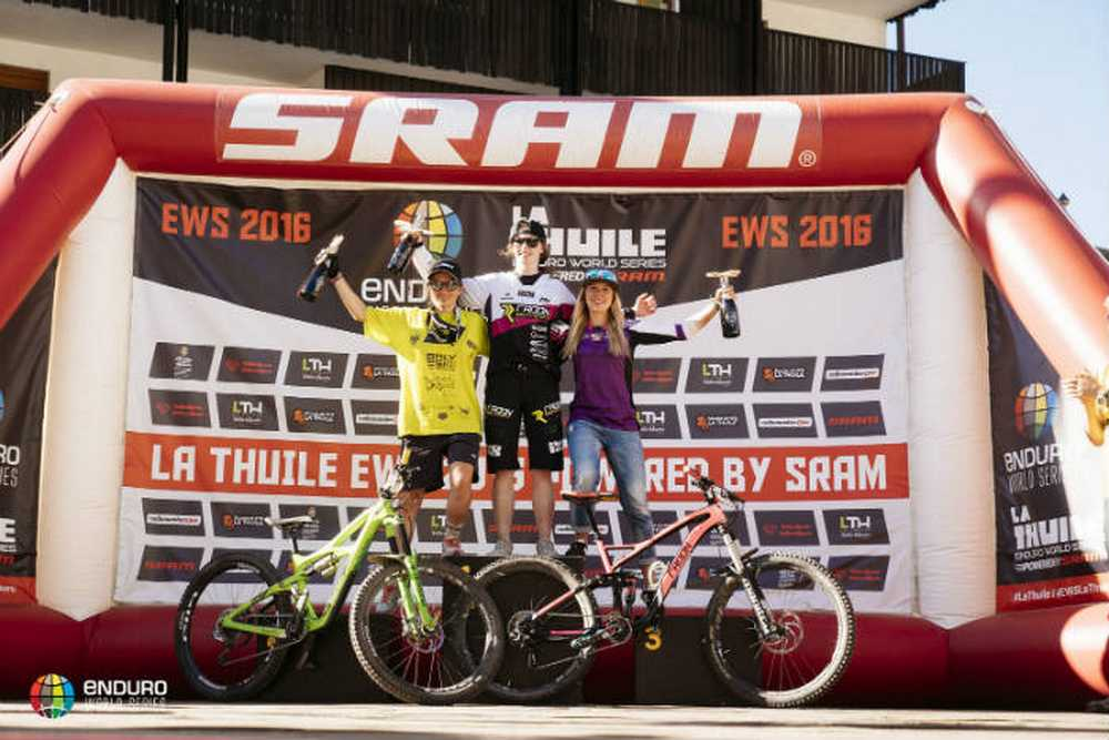 Podio femenino Enduro World Series de La Thuile 2016
