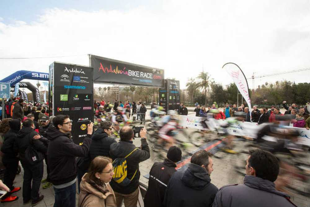 Salida de la Andalucía Bike Race presented by Shimano