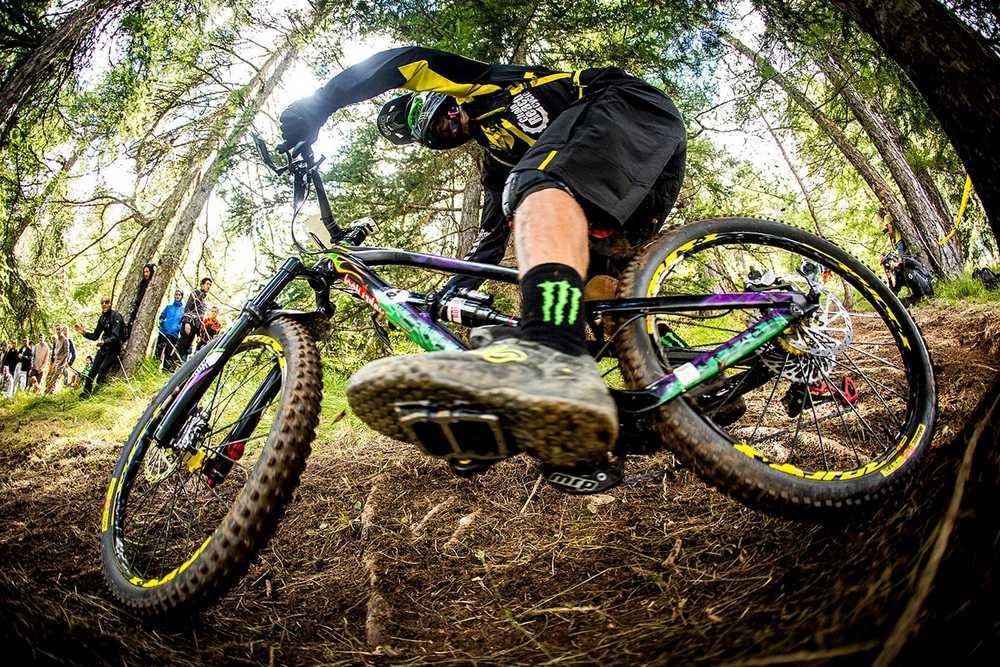 ewsvalberg-sam-hill-fla-pedals-plataforma-pedales