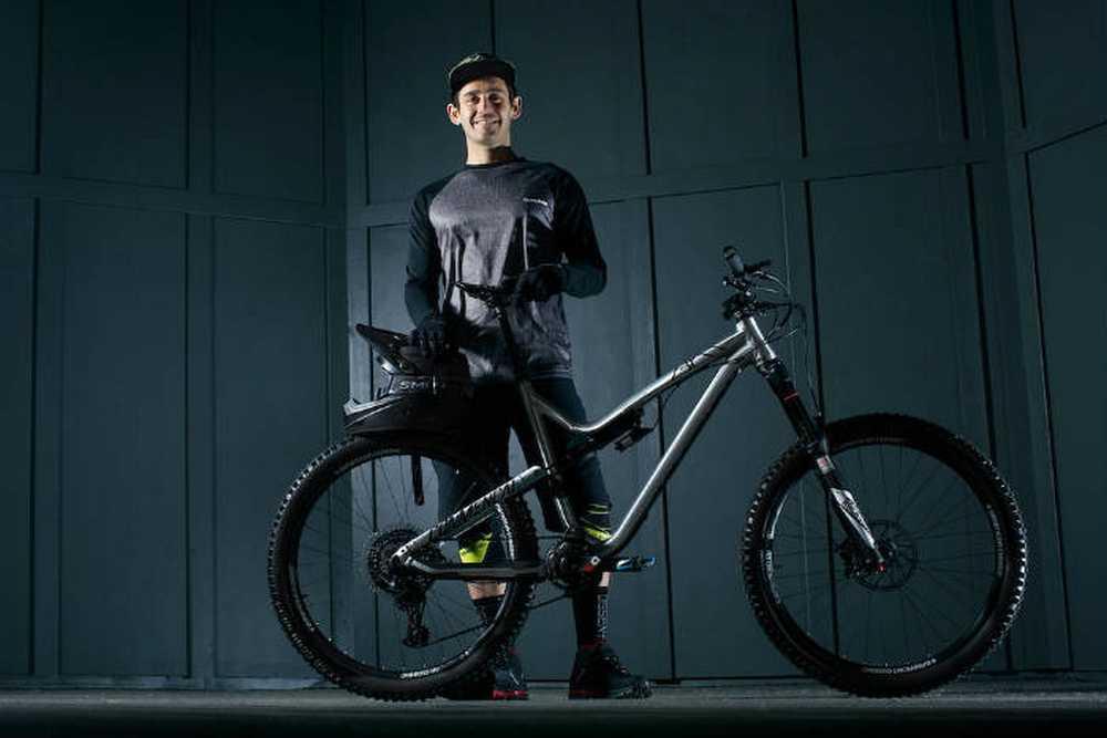 Yoann Barelli se une al Dakine Bike Team