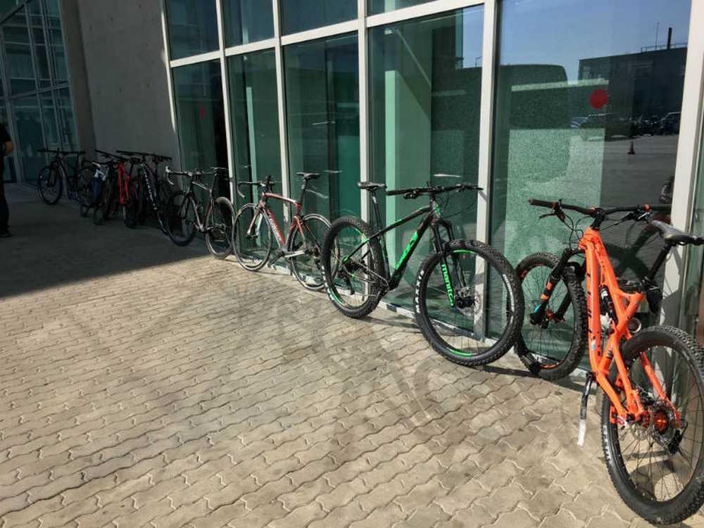 La Ertzaintza recupera nueve de las doces bicicletas de alta gama robadas en Tracks de Euskadi