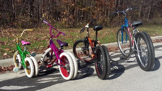 bicicleta con dos ruedas traseras