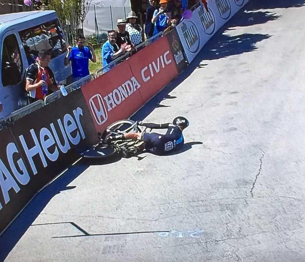 Vasili Kiryienka se cae en la contrarreloj del giro