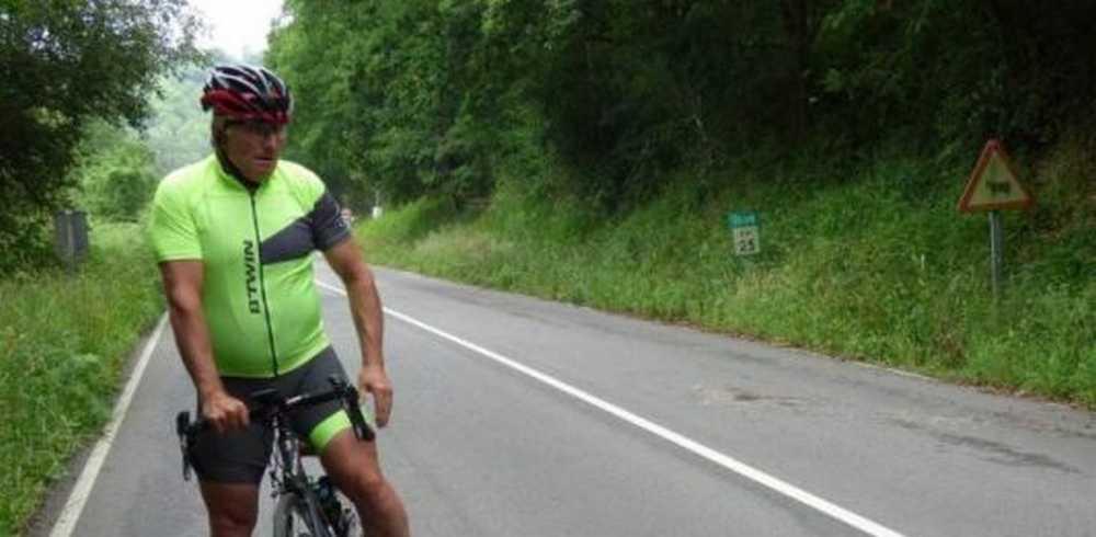Herido grave un ciclista asturiano al chocar contra un corzo en Bendición (Siero)