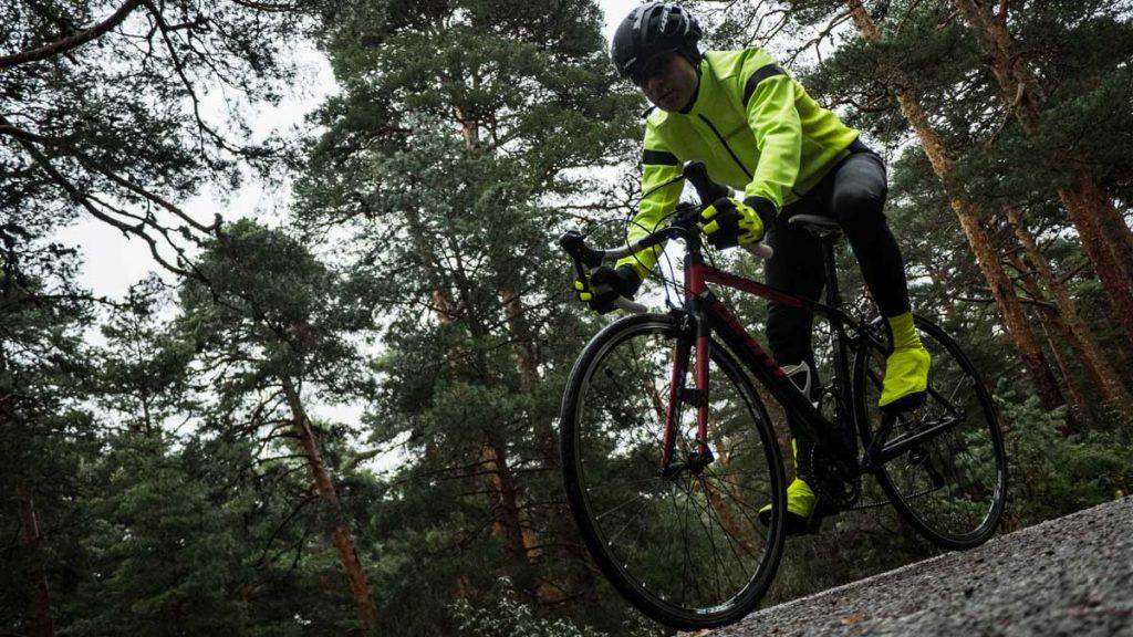 equipación ciclista invierno shimano alta visibilidad