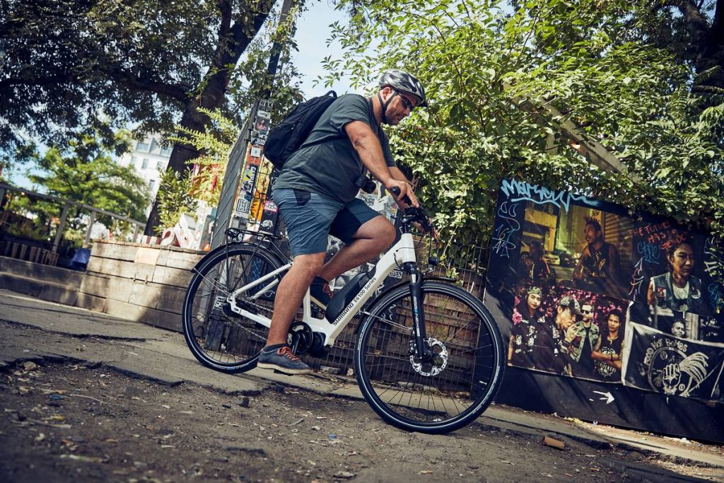 Casi el 40% de los españoles preferiría ir en bici eléctrica al trabajo