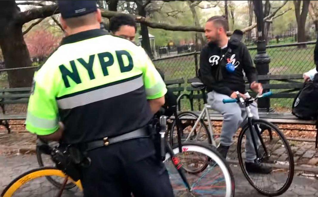 la policia coonfisca varias bicicletas por no llevar timbre