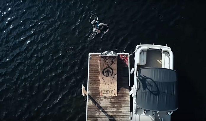 Video: The Partymaster y el salto de bicicleta en el lago