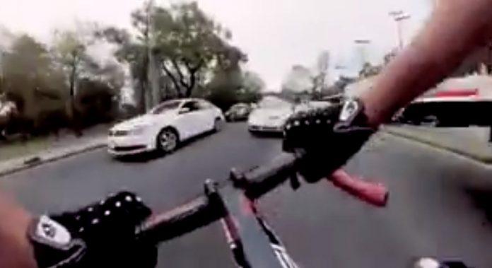 video-ciclista-direccion-contraria-trafico-coches-mexico-gopro