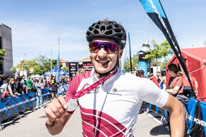 Vlad Dascalu, campeón con la medalla de Finisher.jpg
